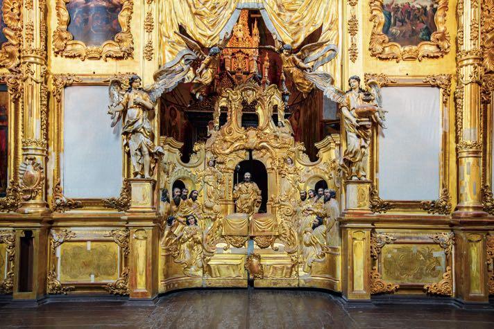 Замена древнего тяблового иконостаса на золоченый барочный в церкви Николы Надеина осуществлена в 1751 году.