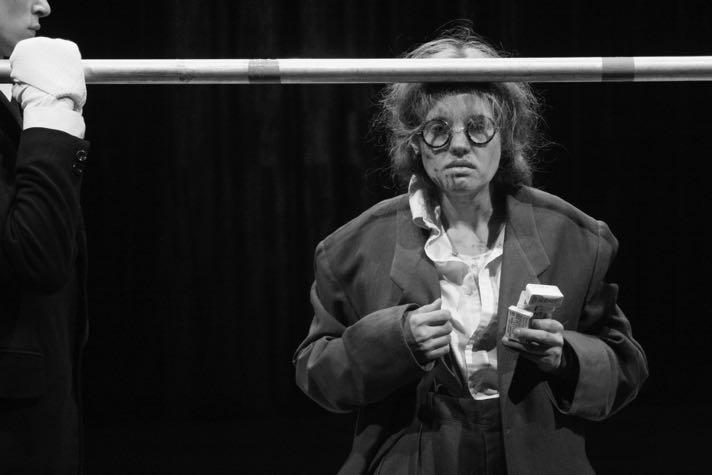 Анна Синякина в «Opus No 7», режиссер Дмитрий Крымов, ШДИ, 2008. Фотография: Наталья Чебан.
