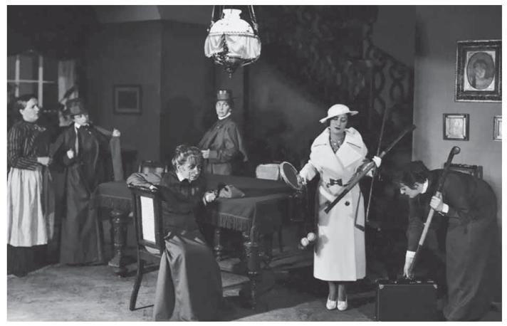 Ирена Сольская (в центре, сидит) в спектакле «Арлетта и зеленые коробки», Новый театр, Варшава, 1934.