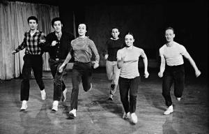 «We Shall Run» Ивонн Райнер, 1963
