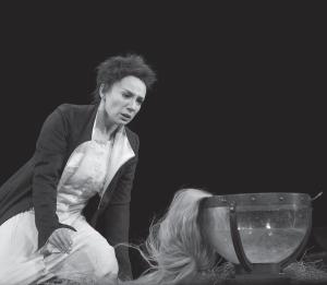 Чулпан Хаматова в роли Марии Стюарт в обновленной версии спектакля Римаса Туминаса «Играем… Шиллера!», московский театр «Современник», 2013. Премьера первого варианта постановки состоялась в 2000 году