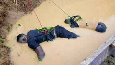 Photo of Bodies of two drowned policemen in Oda River found
