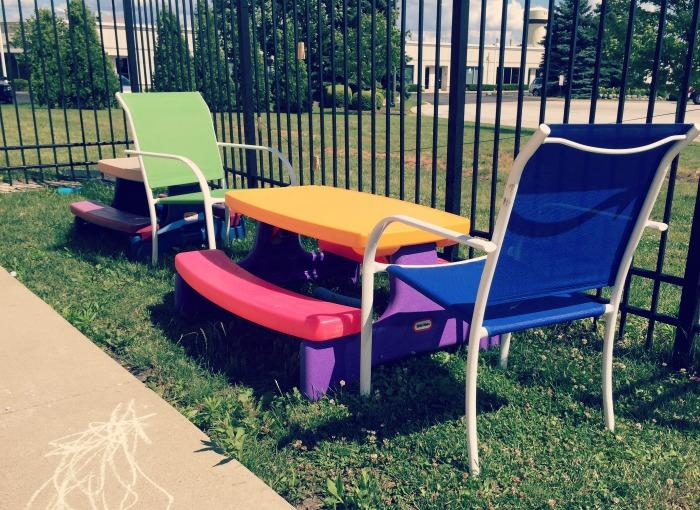 Hippo Campus Volo - Imagination Garden Picnic Tables