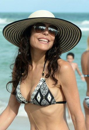 bethenny-frankel-miami-beach-date-with-hunky-mystery-man-041