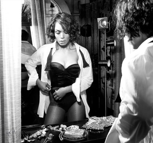 angela-bassett-VIOLET GERY BLACK AND WHITE _OTHER SIDE OF THE FAME feature-2