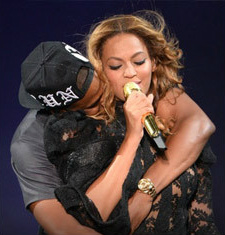 beyonce-jayz-happy-couple-footer-3
