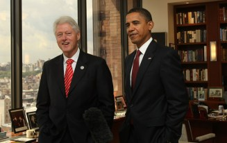 Bill+Clinton+Bill+Clinton+Hosts+Barack+Obama+VEauapLsgj5l