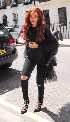RihannainLondon_LOLSIDEEYE