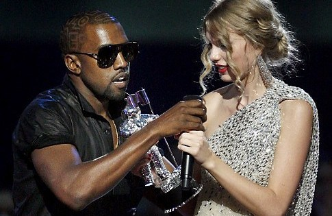"Singer Kanye West takes the microphone from singer Taylor Swift as she accepts the ""Best Female Video"" award during the MTV Video Music Awards on Sunday, Sept. 13, 2009 in New York.  (AP Photo/Jason DeCrow)   Original Filename: APTOPIX_MTV_Video_Music_Awards_Show_NYJC721.jpg"