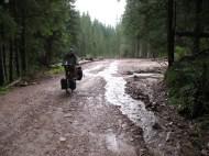 Überall auf der Straße waren Seen und Flüsse.