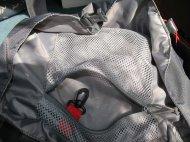 Innere Deckeltasche mit Schlüsselhaken.