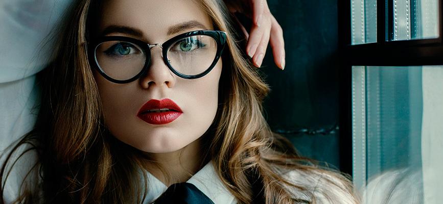 Os óculos de grau se tornaram acessórios de moda - Óticas Maria José 13d75c44da