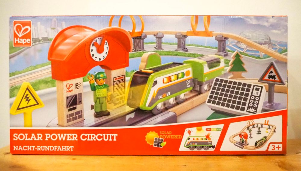 solar power circuit by Hape a great plastic free kids toys idea for christmas