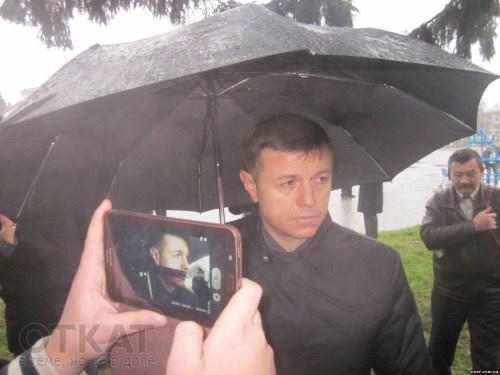 мент под зонтом