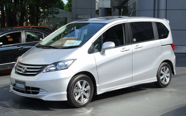 2008_honda_freed_01