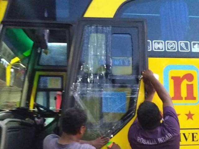Bus rosalia kaca pecah oknum tni