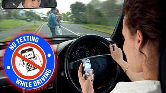 Bahaya Mainan HP saat Mengemudi Mobil