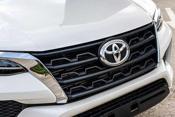 Toyota Fortuner co bao nhieu mau otobinhthuan vn