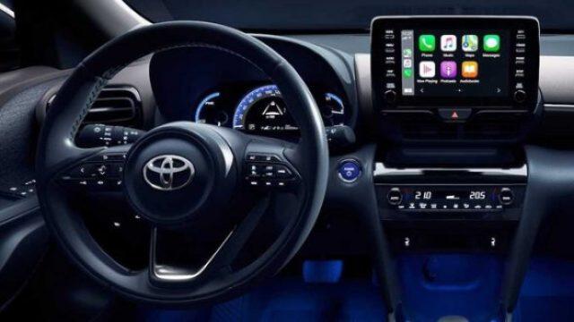 Toyota-Yaris-Cross-vo-lang