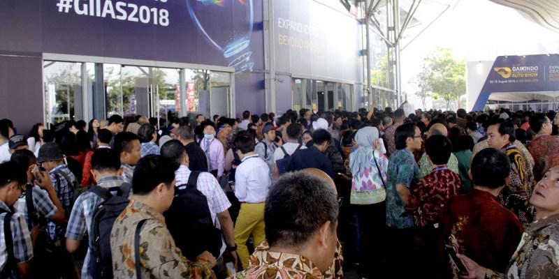 Para Penghibur Pengunjung GIIAS 2018