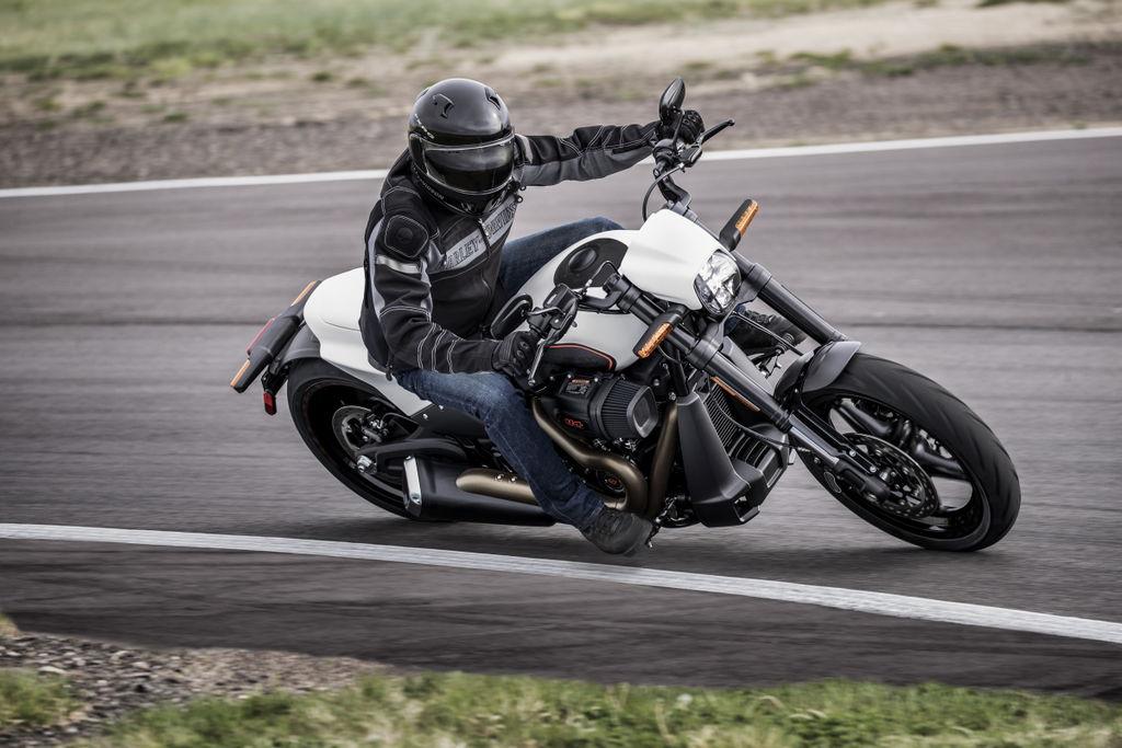 Tak Perlu Modifikasi Harley Davidson Fxdr 114 Sudah Keren Otoblitz Net