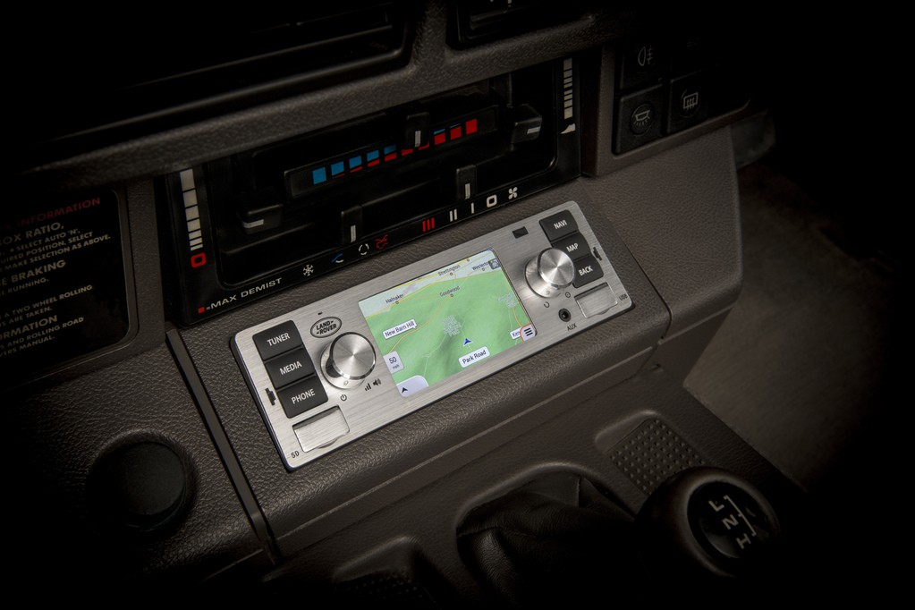 Head Unit Canggih dari Jaguar Land Rover Classic