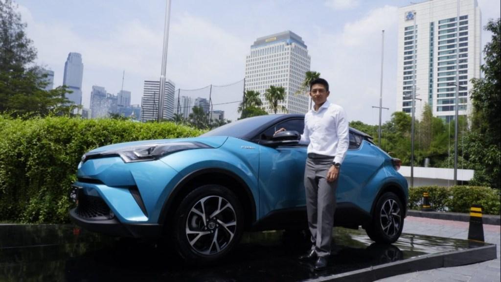Toyota C-HR Hybrid Curi Perhatian Rio Haryanto