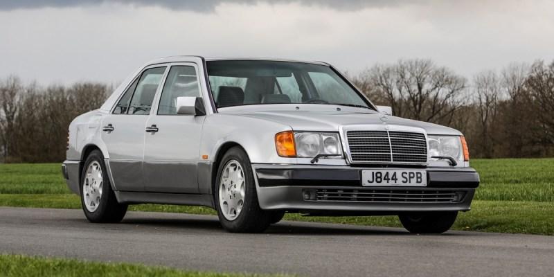 Mercedes -Benz 500E Milik Rowan Atkinson Dilelang
