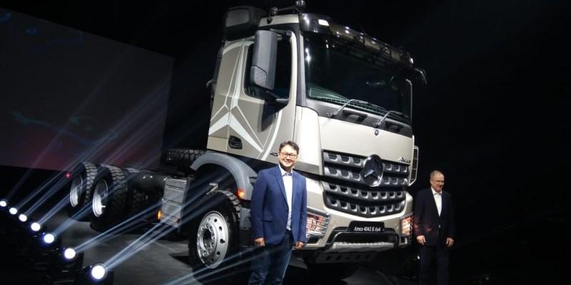 Mercedes-Benz Hadirkan Dua Truk Terbaru, Actros dan Arocs
