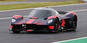 Aston Martin Valkyrie Melesat di Silverstone