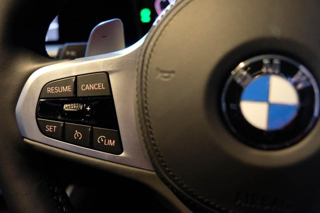 BMW 330i M Sport, Bisa Mundur Otomatis