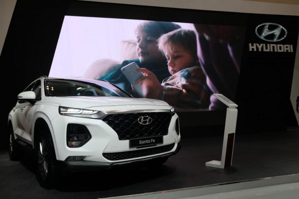 Penyegaran Hyundai Santa Fe di GIIAS 2019, Head Unitnya Istimewa!