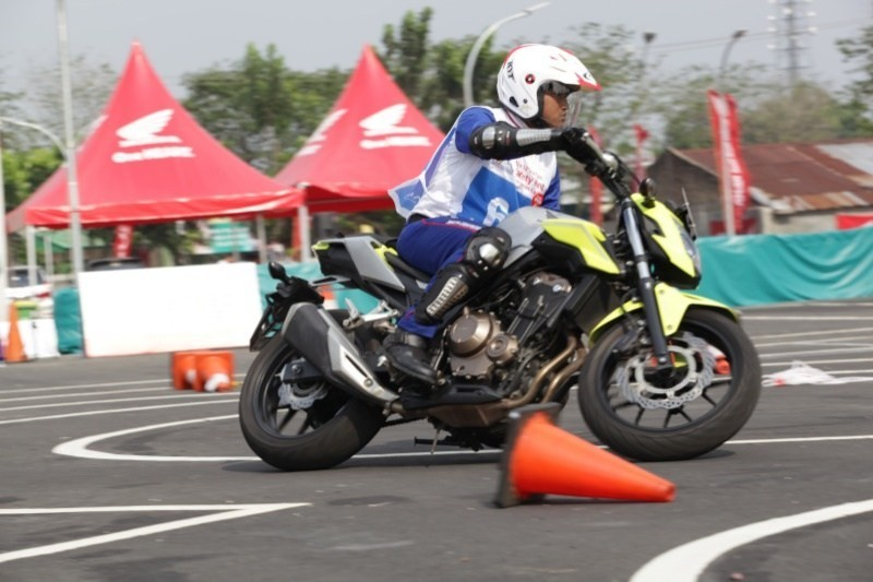 Astra Honda Motor Gelar Safety Riding Instructors Competition 2019