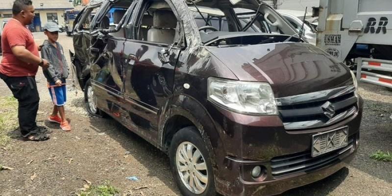 Pecah Ban di Jalan Tol, Ini Teknik Berkendara yang Dianjurkan
