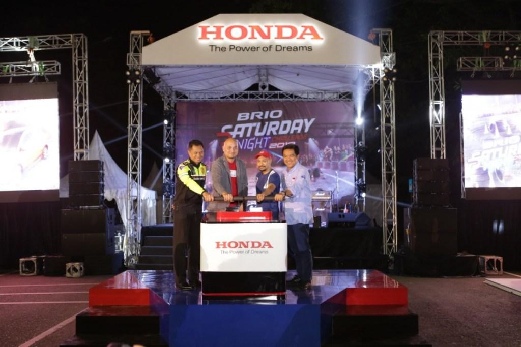 Honda Brio Tercepat 10,614 detik di Depan Gedung Sate