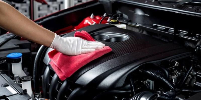 Ini Cara Bersihkan Ruang Mesin Mobil yang Aman