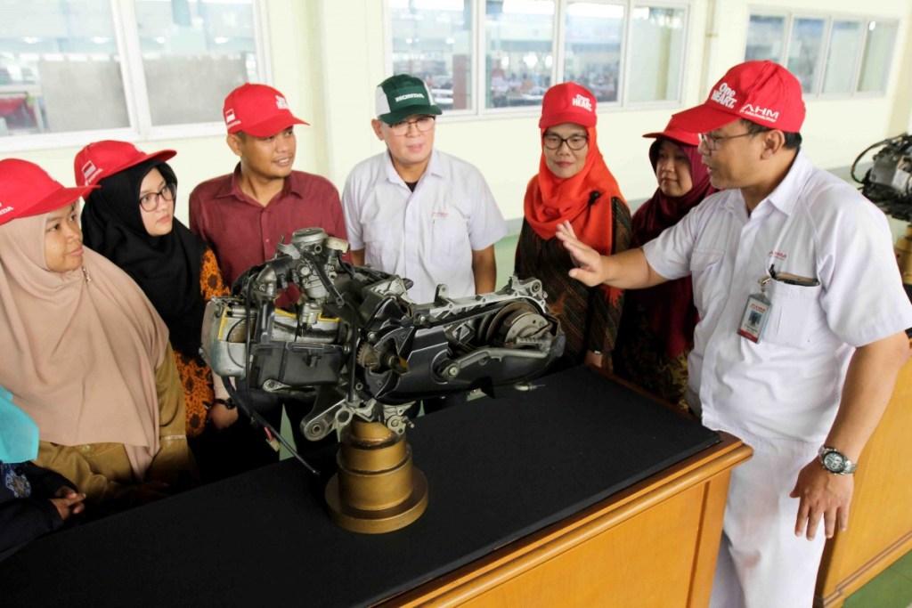 AHM Tunjukkan Produksi Sepeda Motor di Pabrik Tercanggihnya