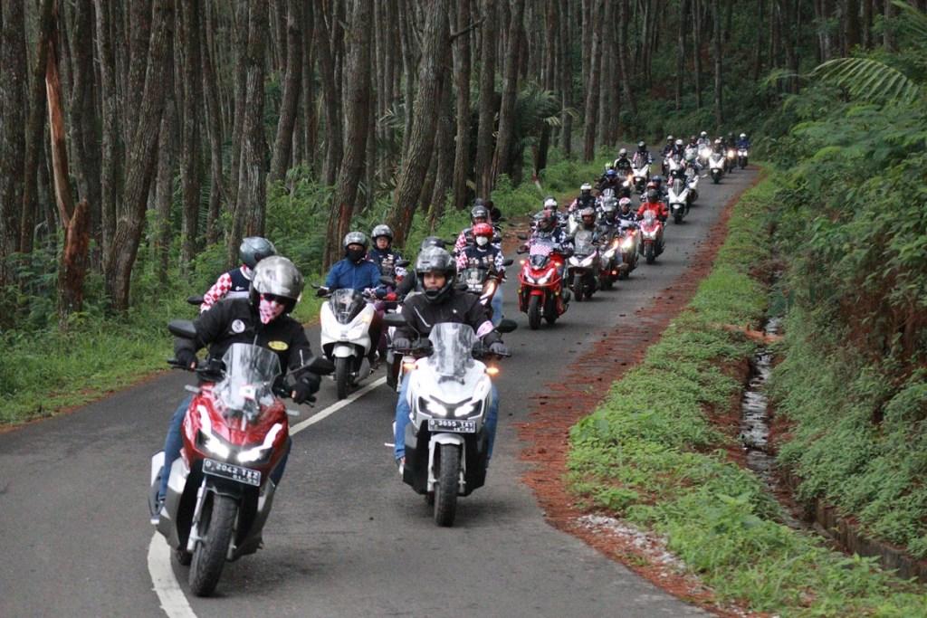 Keseruan Komunitas Honda PCX150 dan ADV150 Jelajahi Jawa Barat