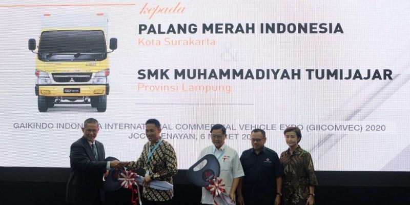 PT KTB Donasikan Colt Diesel ke PMI Surakarta dan SMK di Lampung