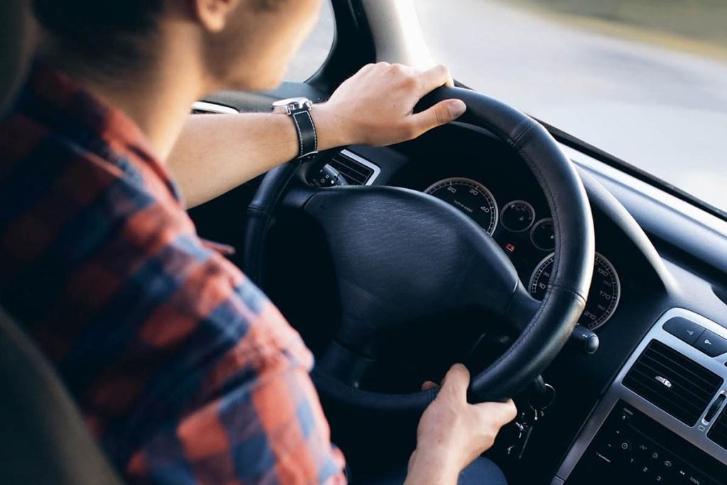 Cegah Kecelakaan Fatal, Ini Cara Mengemudi Aman di Jalan