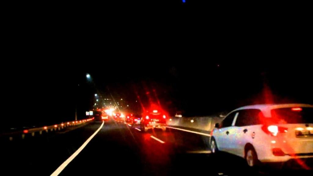 Bahaya Menyalakan Lampu Kabin Saat Berkendara