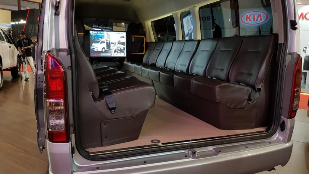Lebih Mewah, Toyota Pamerkan Hiace Premio Luxury di ajang GIICOMVEC 2020