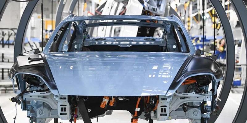 Porsche Kembali Memulai Produksi