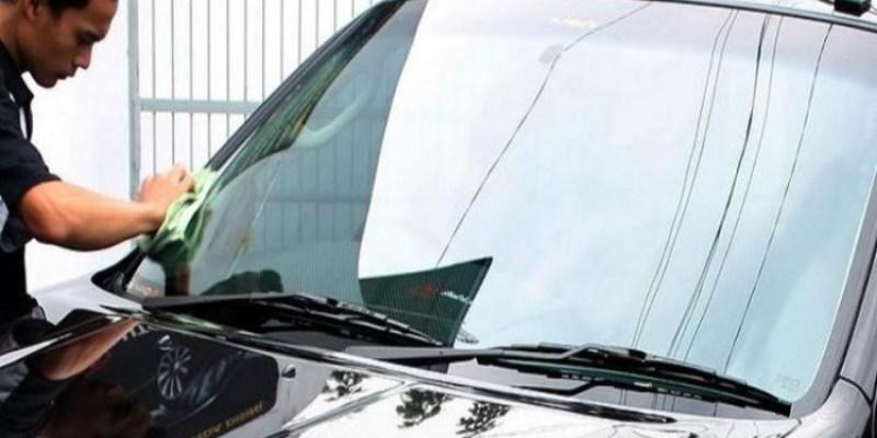Bersihkan Kaca Mobil Dengan Tembakau dan Soda