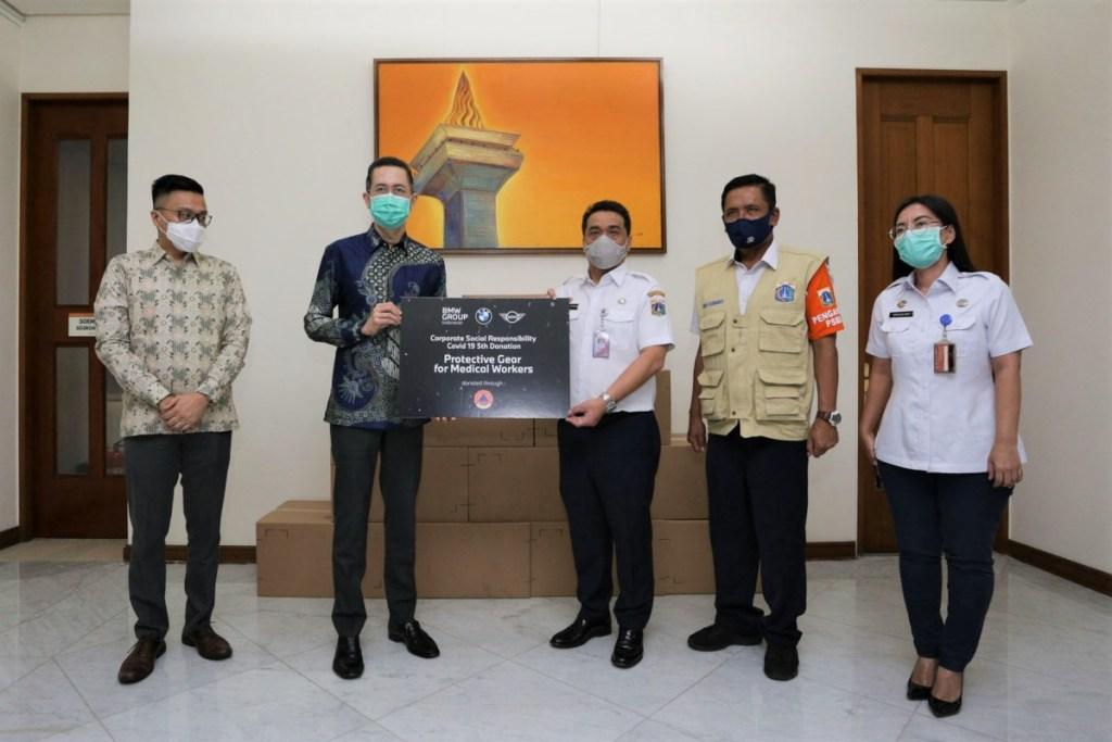 BMW Group Indonesia Salurkan APD Untuk Tenaga Medis