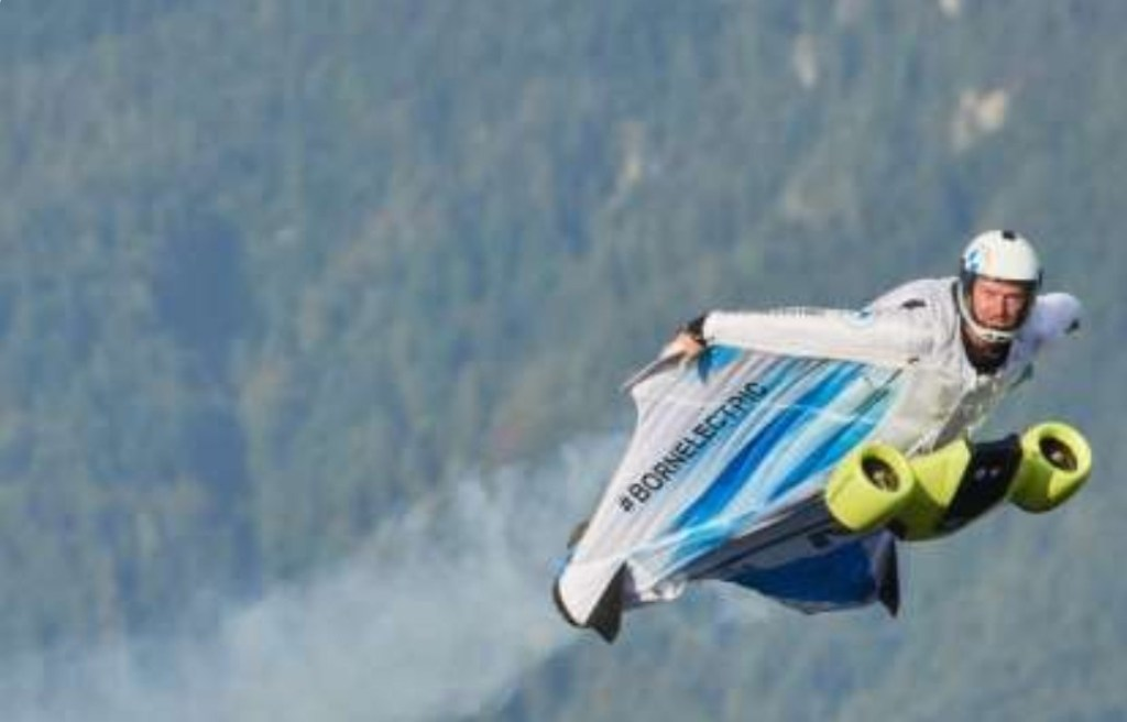 Tak Hanya Mobil Listrik, Teknologi BMW i Juga Kembangkan Baju Terbang Elektrik