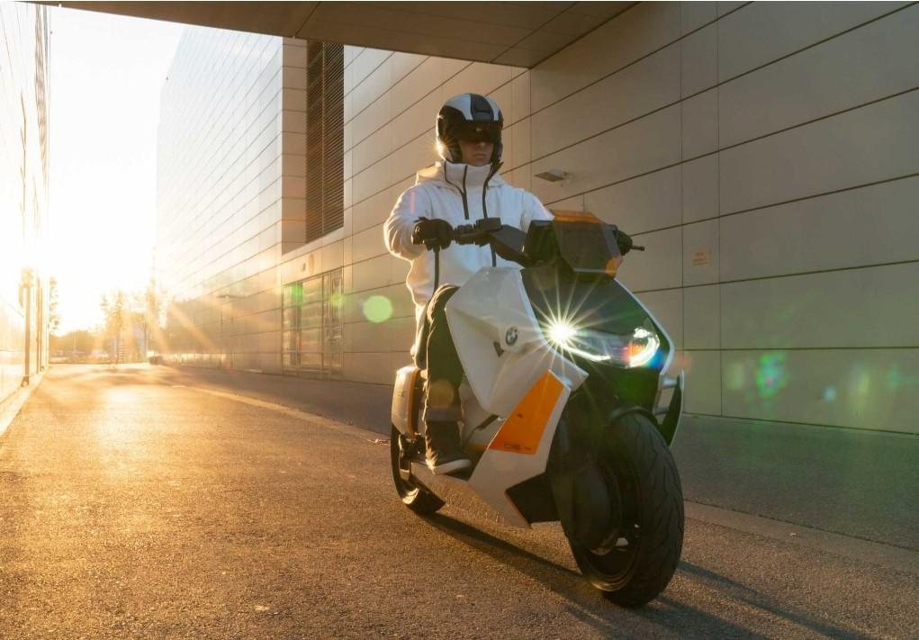 Skuter Listrik Futuristis, Inilah BMW Motorrad Definiton CE 04!