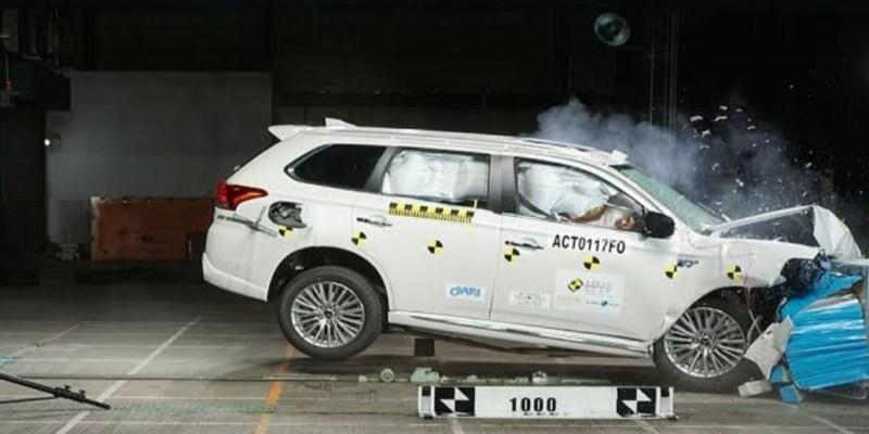 Mitsubishi Outlander Non-Hybrid, Raih 5 Bintang Untuk Uji Tabrak