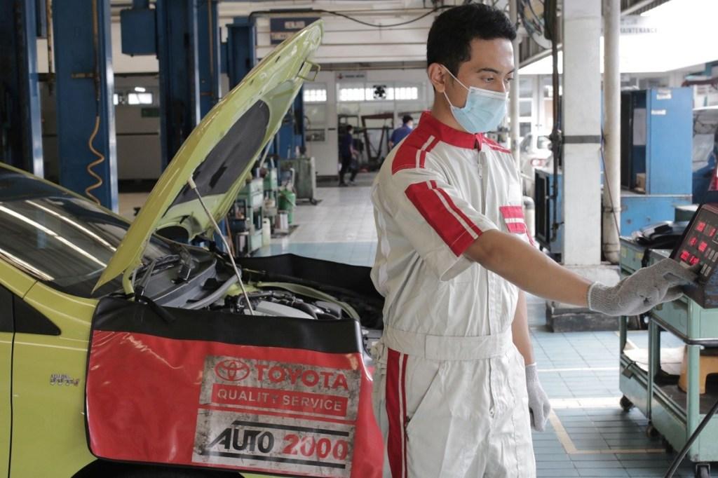 Cara Auto2000 Memastikan Mobil Konsumen Penuhi Aturan Uji Emisi