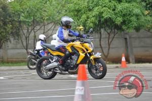 Honda CB650F otoborn safety riding 01